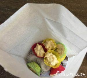 Keksbeutel gefüllt mit Mandelsplitter