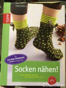Buchcover Socken nähen