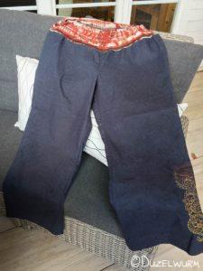 Jeans Hose mit Stickerei am Hosenrohr