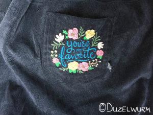 Schnürrlsamt Hose mit gestickter Po-Tasche