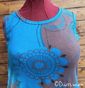 BlauBraun Shirt Ausschnitt