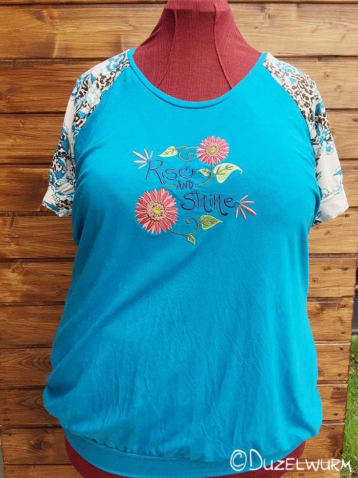 Blaues Sommershirt ganz