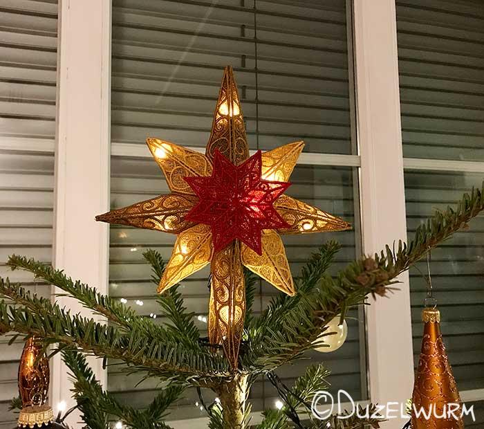 Fertiger Stern auf dem Baum