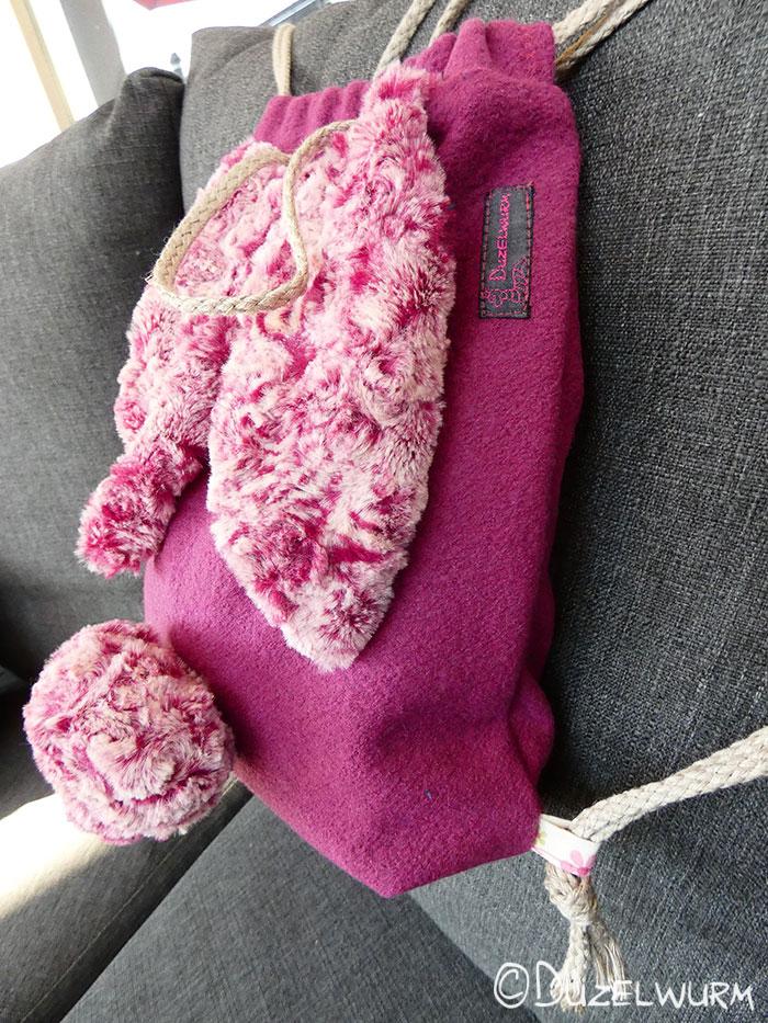 Hasenrucksack dunkelrosa mit pink-weißen Ohren
